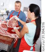 Купить «Adult sellers discussing of quality meat», фото № 31994516, снято 22 июня 2018 г. (c) Яков Филимонов / Фотобанк Лори