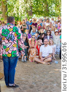 "Russia, Samara, June 2019: Lecture by fashion historian Alexander Vasilyev outdoors. Bank of the Volga. Festival ""Volga Fest"" Редакционное фото, фотограф Акиньшин Владимир / Фотобанк Лори"