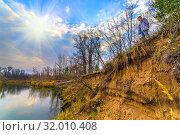 Купить «Forest by the river on an autumn sunny day.», фото № 32010408, снято 20 октября 2018 г. (c) Акиньшин Владимир / Фотобанк Лори