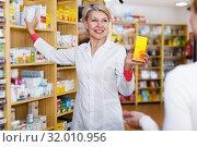 Купить «Seller helping customer to choose care products», фото № 32010956, снято 15 марта 2017 г. (c) Яков Филимонов / Фотобанк Лори