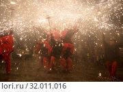 fireworks performance at fiesta de sant antonio (2016 год). Редакционное фото, фотограф Яков Филимонов / Фотобанк Лори