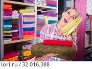 Купить «Woman choosing towels», фото № 32016388, снято 22 августа 2019 г. (c) Яков Филимонов / Фотобанк Лори