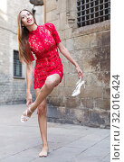 Купить «portrait of slim female in sexually red gown unshoe pumps in the street», фото № 32016424, снято 24 июня 2017 г. (c) Яков Филимонов / Фотобанк Лори