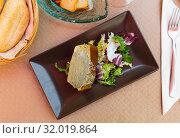 Купить «Leek pie with sauce and greens», фото № 32019864, снято 15 июля 2019 г. (c) Яков Филимонов / Фотобанк Лори