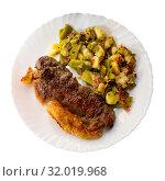 Купить «Delicious entrecote with a garnish of vegetables», фото № 32019968, снято 14 июня 2019 г. (c) Яков Филимонов / Фотобанк Лори