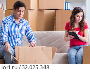 Купить «Young pair moving in to new house with boxes», фото № 32025348, снято 17 апреля 2017 г. (c) Elnur / Фотобанк Лори
