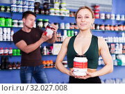 Купить «sporty woman holding big cans of sport nutrition», фото № 32027008, снято 12 апреля 2018 г. (c) Яков Филимонов / Фотобанк Лори