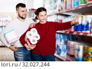 People buying bath tissue. Стоковое фото, фотограф Яков Филимонов / Фотобанк Лори