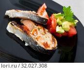 Купить «Dish of tasty fried salmon with tomatoes and avocado», фото № 32027308, снято 28 января 2020 г. (c) Яков Филимонов / Фотобанк Лори