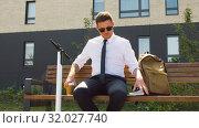 Купить «businessman writing to notebook sitting on bench», видеоролик № 32027740, снято 5 августа 2019 г. (c) Syda Productions / Фотобанк Лори