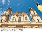 Купить «Театинеркирхе (Theatinerkirche) - католическая церковь Святого Каетана (фрагмент здания). Мюнхен. Бавария. Германия», фото № 32031748, снято 19 июня 2019 г. (c) E. O. / Фотобанк Лори