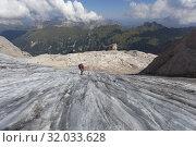 A mountianeer goes dawn the Marmolada glacier, Marmolada group, Dolomites, Canazei, Trento province, Trentino-Alto Adige, Italy. Стоковое фото, фотограф Clickalps SRLs / age Fotostock / Фотобанк Лори