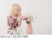 Купить «beautiful little blonde girls with flowers on white background», фото № 32037460, снято 15 августа 2019 г. (c) Майя Крученкова / Фотобанк Лори