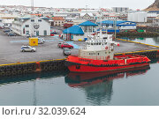 Купить «Red tugboat in Vestmannaeyjar island», фото № 32039624, снято 6 апреля 2017 г. (c) EugeneSergeev / Фотобанк Лори