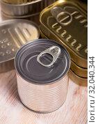 Купить «Close-up of metal tin cans with ring pull on wooden surface», фото № 32040344, снято 24 августа 2019 г. (c) Яков Филимонов / Фотобанк Лори