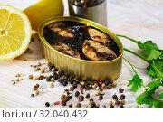 Купить «Chipirones in ink with herbs and lemon», фото № 32040432, снято 15 октября 2019 г. (c) Яков Филимонов / Фотобанк Лори