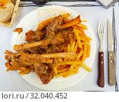 Купить «Mutton meat in sauce stewed in oven», фото № 32040452, снято 4 июля 2020 г. (c) Яков Филимонов / Фотобанк Лори