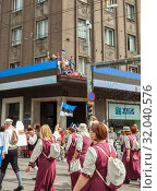 Tallinn, Estonia - JUL 06, 2019: People in national Estonian dresses on Estonian Song Festival. Редакционное фото, фотограф Юлия Кузнецова / Фотобанк Лори