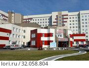 Купить «Алтайская краевая клиническая больница в нагорной части Барнаула», фото № 32058804, снято 30 сентября 2016 г. (c) Free Wind / Фотобанк Лори