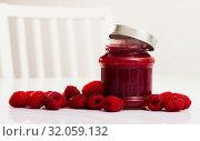 Купить «Raspberry jam and fresh raspberries», фото № 32059132, снято 22 августа 2019 г. (c) Яков Филимонов / Фотобанк Лори