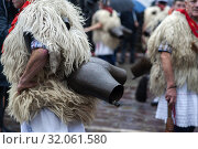 Detail of the cowbells and skins that are part of the costume of the Joaldunak in the Carnival of Ituren (Navarra). (2019 год). Редакционное фото, фотограф Joaquín Gómez / age Fotostock / Фотобанк Лори