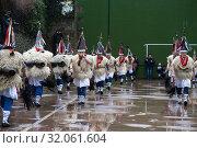 The joaldunak with their bells roam the streets of Ituren during the celebration of their carnival. (2019 год). Редакционное фото, фотограф Joaquín Gómez / age Fotostock / Фотобанк Лори