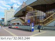 Купить «Здание железнодорожного вокзала, Минск, Беларусь», фото № 32063244, снято 12 августа 2019 г. (c) Ольга Коцюба / Фотобанк Лори