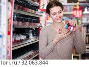 Купить «Customer searching for reliable nail polish», фото № 32063844, снято 21 февраля 2017 г. (c) Яков Филимонов / Фотобанк Лори