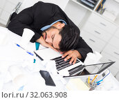 Купить «Businessman is resting after productive work day», фото № 32063908, снято 29 июля 2017 г. (c) Яков Филимонов / Фотобанк Лори