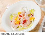 Купить «Delicious ceviche with shrimp, lime, onion», фото № 32064028, снято 21 ноября 2019 г. (c) Яков Филимонов / Фотобанк Лори