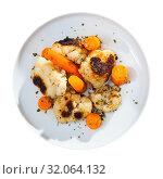 Купить «Roasted cauliflower and boiled carrot», фото № 32064132, снято 25 мая 2020 г. (c) Яков Филимонов / Фотобанк Лори
