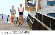 Купить «young women or female friends running downstairs», видеоролик № 32064408, снято 4 августа 2019 г. (c) Syda Productions / Фотобанк Лори