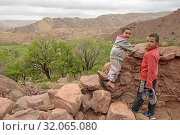 Children of the village of Tighza, Ounila River valley, Ouarzazate Province, region of Draa-Tafilalet, Morocco, North West Africa. (2019 год). Редакционное фото, фотограф Christian Goupi / age Fotostock / Фотобанк Лори