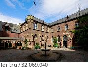 Купить «Ceiling painting, Chapel of Grace, Kevelaer, North Rhine-Westphalia, Germany», фото № 32069040, снято 5 мая 2019 г. (c) Caro Photoagency / Фотобанк Лори