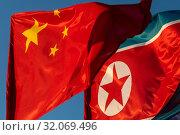 Купить «Государственный флаг Китайской Народной Республики и Корейской Народно-Демократической Республики развивается на ветру», фото № 32069496, снято 23 августа 2019 г. (c) Николай Винокуров / Фотобанк Лори