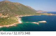 Aerial video of coast and sea near Kalo Horafi or Vossako beach on Crete, Greece (2019 год). Стоковое видео, видеограф Serg Zastavkin / Фотобанк Лори