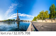 Panorama of the Eiffel Tower and riverside of the Seine in Paris (2019 год). Стоковое фото, фотограф Ints VIkmanis / Фотобанк Лори