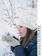 Купить «Caucasian woman touching snow cap on tree branch with her mittens, side view, winter season», фото № 32075812, снято 9 января 2010 г. (c) Кекяляйнен Андрей / Фотобанк Лори