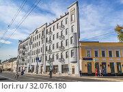 Купить ««Плоский» дом. Москва», фото № 32076180, снято 26 августа 2019 г. (c) Владимир Сергеев / Фотобанк Лори