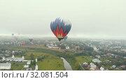 Купить «A small village - a lot of colorful air balloons flying in the sky - shooting from the drone - Suzdal, Russia», видеоролик № 32081504, снято 12 июля 2020 г. (c) Константин Шишкин / Фотобанк Лори
