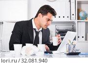 Businessman feeling thirsty in hot office. Стоковое фото, фотограф Яков Филимонов / Фотобанк Лори