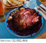 Купить «Baked pork shank with braised cabbage», фото № 32082464, снято 15 октября 2019 г. (c) Яков Филимонов / Фотобанк Лори