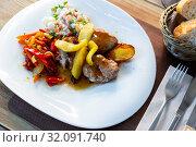 Grilled pork sirloin with caramelized apple, peppers and salad. Стоковое фото, фотограф Яков Филимонов / Фотобанк Лори