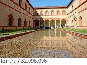 Italia, Lombardia, Milano, Castello Sforzesco, Cortile Ducale. Стоковое фото, фотограф La Monaca Davide / AGF / age Fotostock / Фотобанк Лори