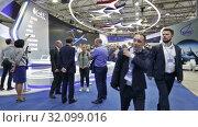 Купить «Международный авиационно-космический салон МАКС-2019. Павильон объединенной авиастроительной корпорации (ОАК)», видеоролик № 32099016, снято 27 августа 2019 г. (c) Игорь Долгов / Фотобанк Лори
