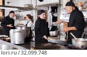 Купить «Chef male dissatisfied with the work of girl help», фото № 32099748, снято 5 декабря 2018 г. (c) Яков Филимонов / Фотобанк Лори