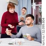Купить «Elderly mother asking adult son for money», фото № 32099804, снято 27 ноября 2017 г. (c) Яков Филимонов / Фотобанк Лори