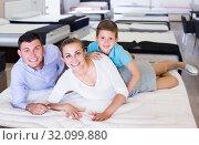 Купить «smiling family of three choosing right mattress in home furnishings store», фото № 32099880, снято 26 июня 2017 г. (c) Яков Филимонов / Фотобанк Лори