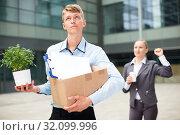 Купить «Boss woman is wishing good luck to office worker», фото № 32099996, снято 15 июля 2017 г. (c) Яков Филимонов / Фотобанк Лори