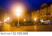 Купить «Victoriei Square with Orthodox Cathedral at dusk», фото № 32100068, снято 25 сентября 2017 г. (c) Яков Филимонов / Фотобанк Лори